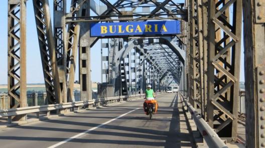 auf der Grenzbrücke zwischen Rumänien und Bulgarien
