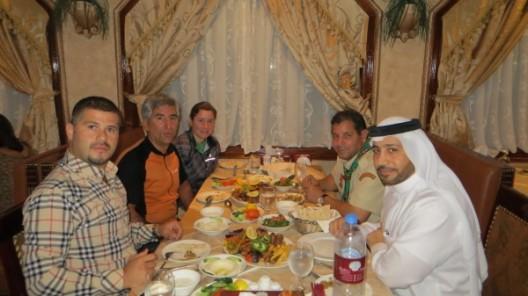 mit Ali, Bahcine und Ismael beim Abendessen