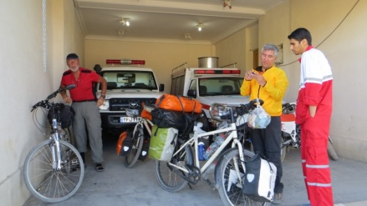 Abschied vom Roten Kreuz wo wir die Nacht verbringen durften