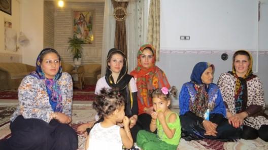 mit Hoseins Familie in Sadat Shar verbrachten wir einen sehr lustigen Abend