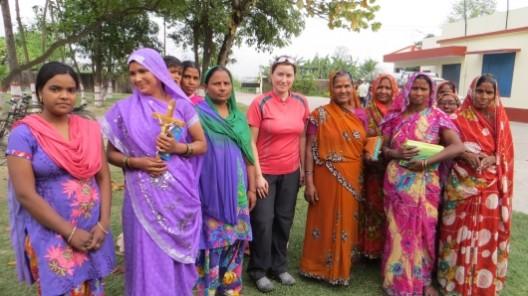 mit einigen Frauen der katholischen Kirche in Sitarganj