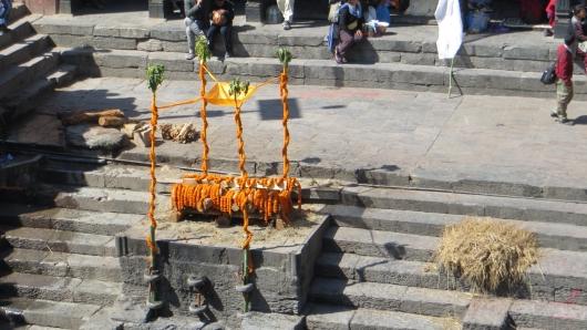Pashnupatinath - Vorbereitung zu einer Feuerbestattung