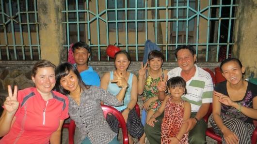 Mit Hang und ihren Freunden in Dong Pho hatten wir sehr viel Spaß an einem Suppenstand