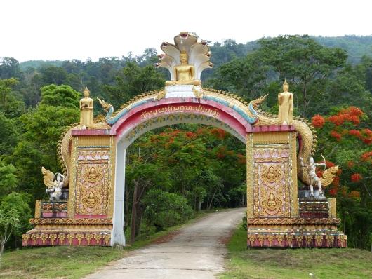 Einfahrt zu einem Tempel