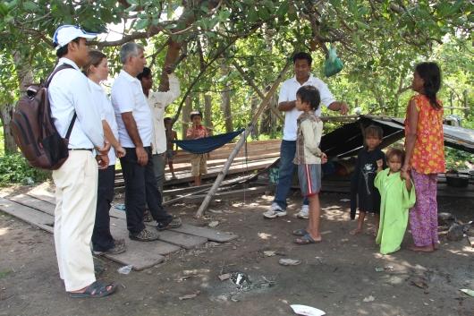 Besuch bei einer der ärmsten Familien in dem Dorf um dieses die Projektregion erst vor kurzem erweitert worden ist
