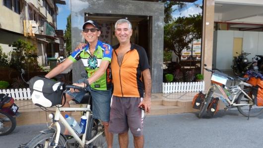 Yanyong ist Manager einer thailändischen Radmanschaft. Wir trafen ihn an unserem ersten Abend in Malaysia