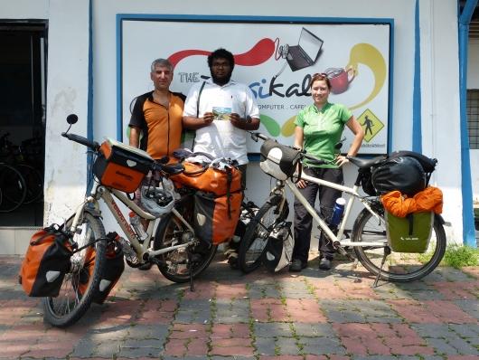 Mit Akmal vor seinem Fahrradladen
