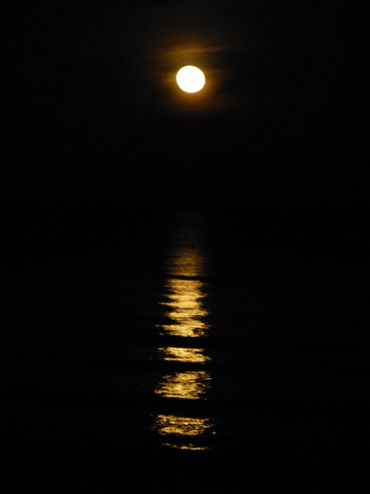 Mondaufgang überm Meer