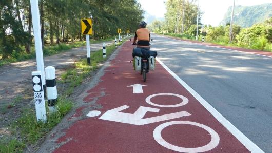 es gibt sogar ab und an einen Radweg