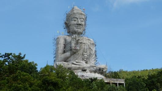 Restaurierung eines Riesenbuddhas