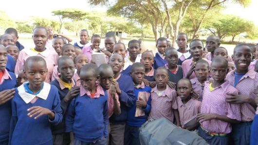 Empfang in der Schule in einem Massai Dorf wo wir zelteten