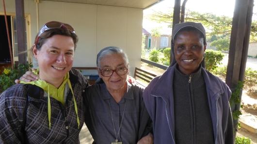 """mit der italienischen Schwester """"Mama"""" Rita und Schwester Mary in der Mission in Mkiwa"""