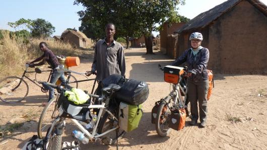 Rungwa mit Pastorensohn Jonas in dessen Kirche wir übernachteten