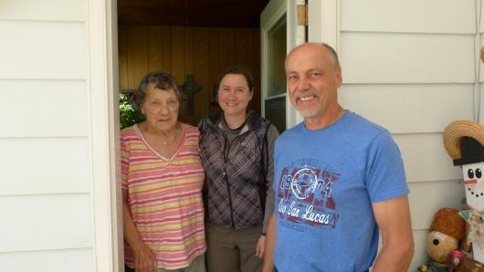 bei Farmerin Doreen (links) übernachteten wir im Wohnzimmer