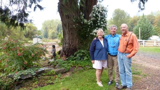 Mit Margret und Mike die uns spontan zu sich nach Hause einluden.