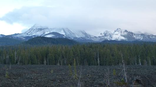 kurz von dem McKenzie Pass, Blick auf einen der Vulkane