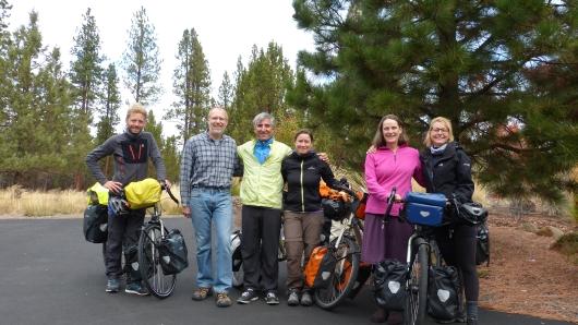 mit unseren Warmshowers-Gastgebern Jim (2. von links) und Jill (2. von rechts)